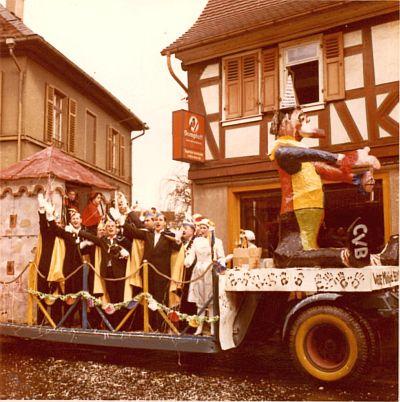 http://hessische-ludwigsbahn.de/TB213.jpg