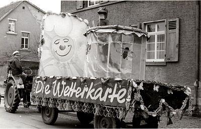 http://hessische-ludwigsbahn.de/TB327.jpg